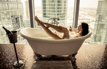 Best Bathtub Tray for Reading, Drinking Wine & Lounging in 2018